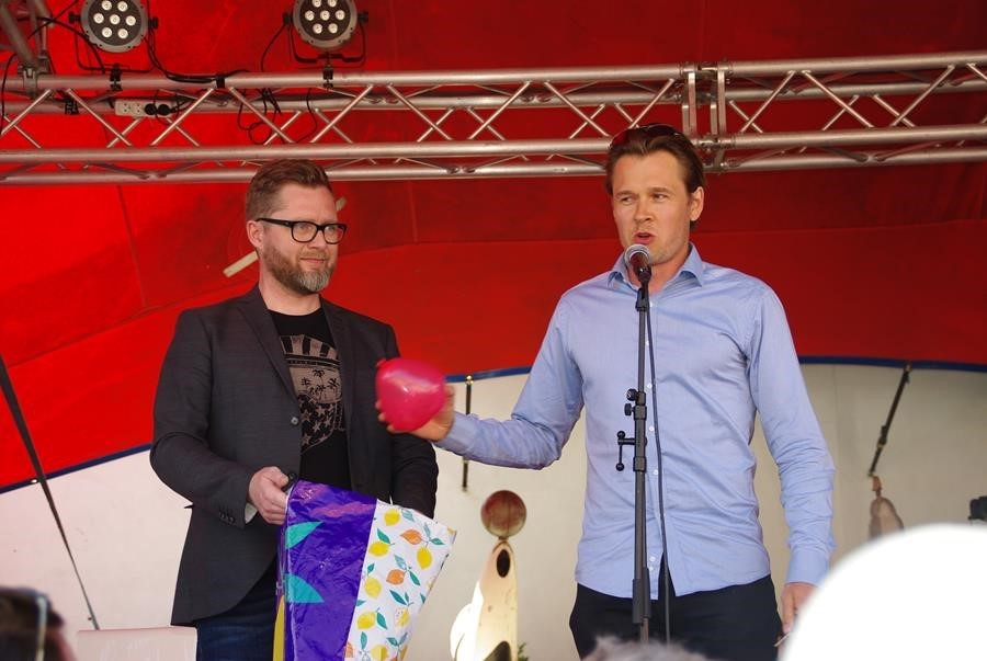 Platform-member Niels Fuglsang with facilitator Lasse Rimmer at the Science Slam at the public Danish event Folkemødet (People's Political Festival).