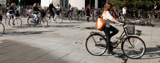 Students on their bicycles in front of Solbjerg Plads