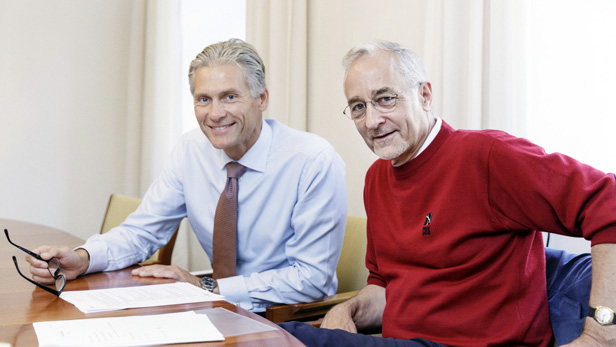 Danske Bank CEO Thomas F Borgen signed an agreement with CBS President Per Holten-Andersen to be CBS' first Executive in Residence for the study year 2017-18.