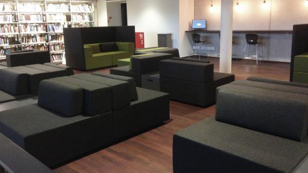 Sofaer i loungen på 1. sal