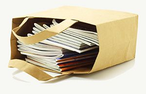 Papirpose med tidsskrifter