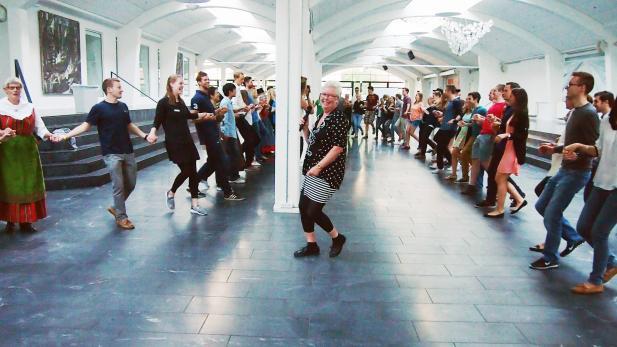 ISUP social event - folk dancing